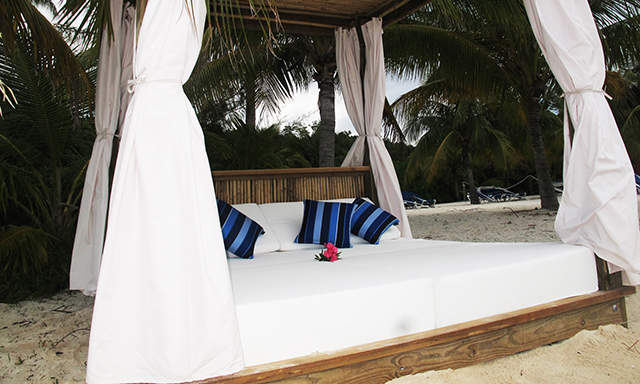 Full-Day Beach Bed Rental